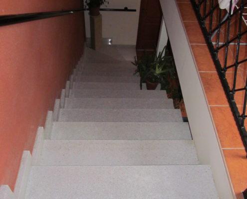 Gránit beltéri lépcső